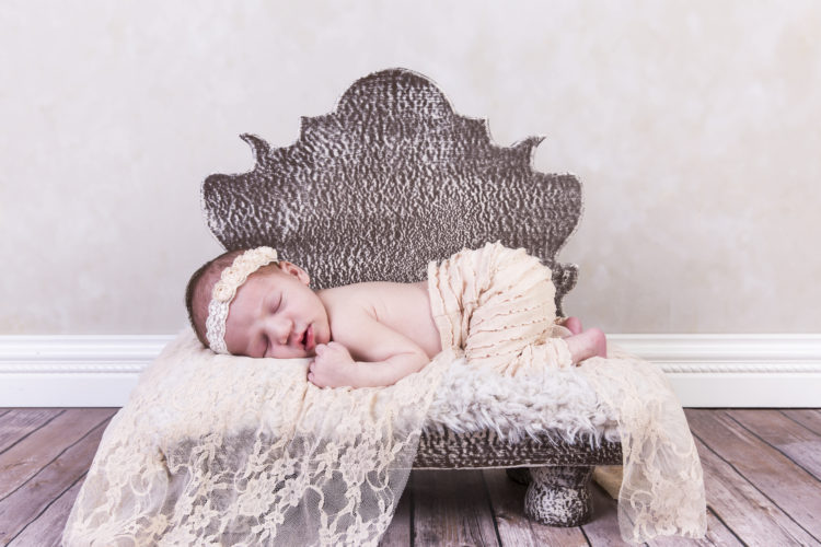 newborn photography crescent moon photo studio north kingstown ri